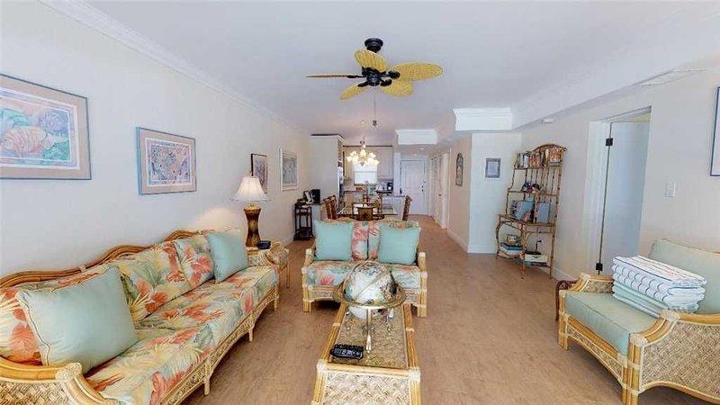 2 bedroom oceanfront 2nd floor flat, holiday rental in Camana Bay
