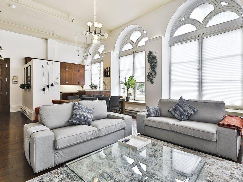 Stunning 3 floor Apartment Heart Of Old Montreal/ 3bedrooms-4 bathrooms, vacation rental in Montreal