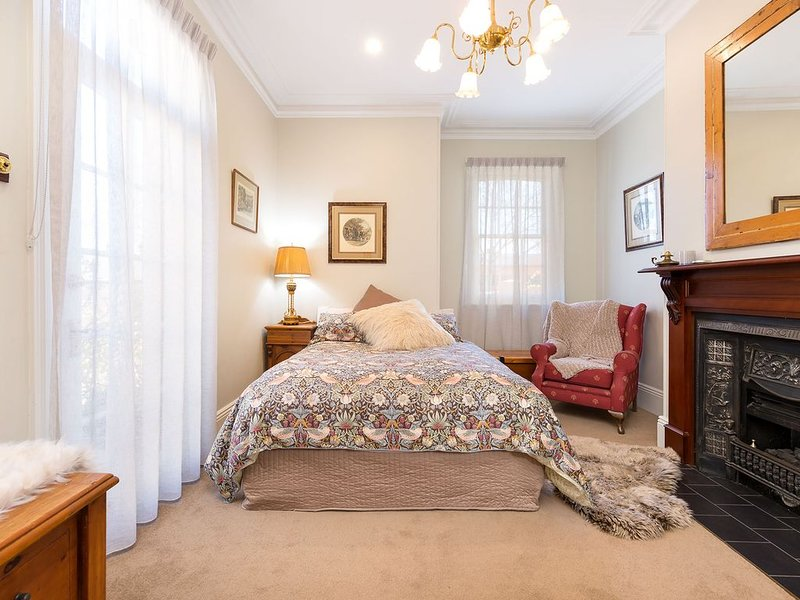 Historic Porters' Cottage 536 Young Street, Albury, holiday rental in Barnawartha