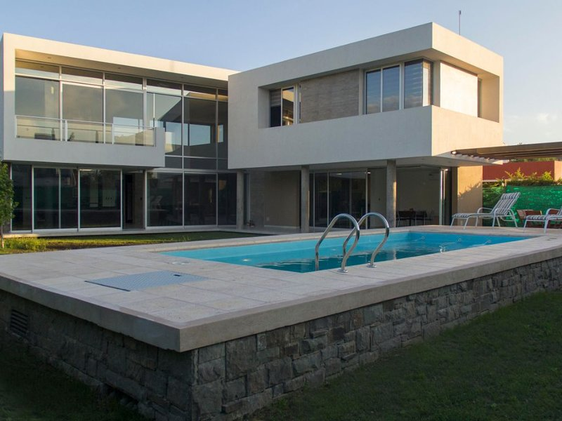 Private neighborhood Design House, vacation rental in Maipu