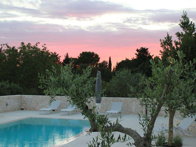 TRULLI CON PISCINA NELLA CAMPAGNA DI PUTIGNANO, holiday rental in Putignano