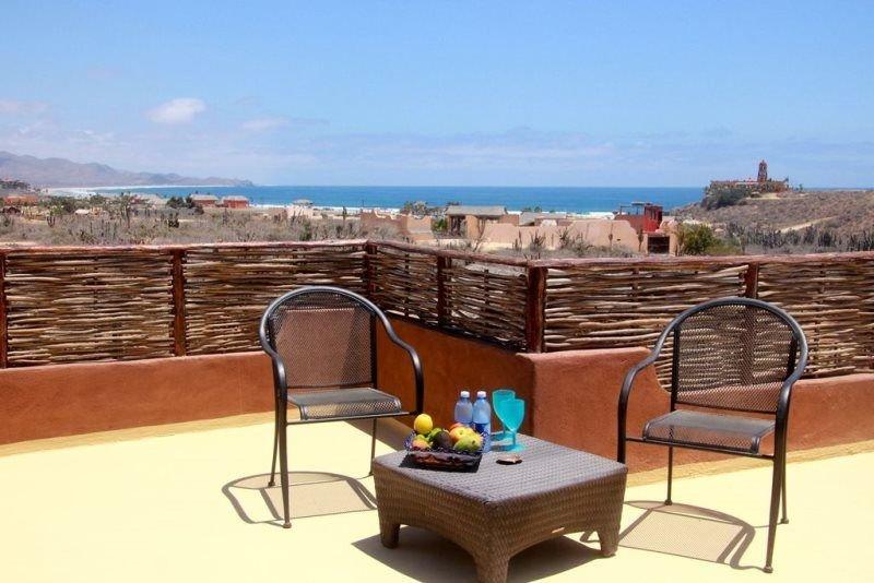 Fantastic  Inside / Outside Living - unique private outdoor shower!, vacation rental in El Pescadero