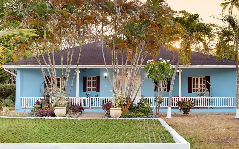 Villa Emunah-Because Every Detail Counts!, holiday rental in Signal Hill