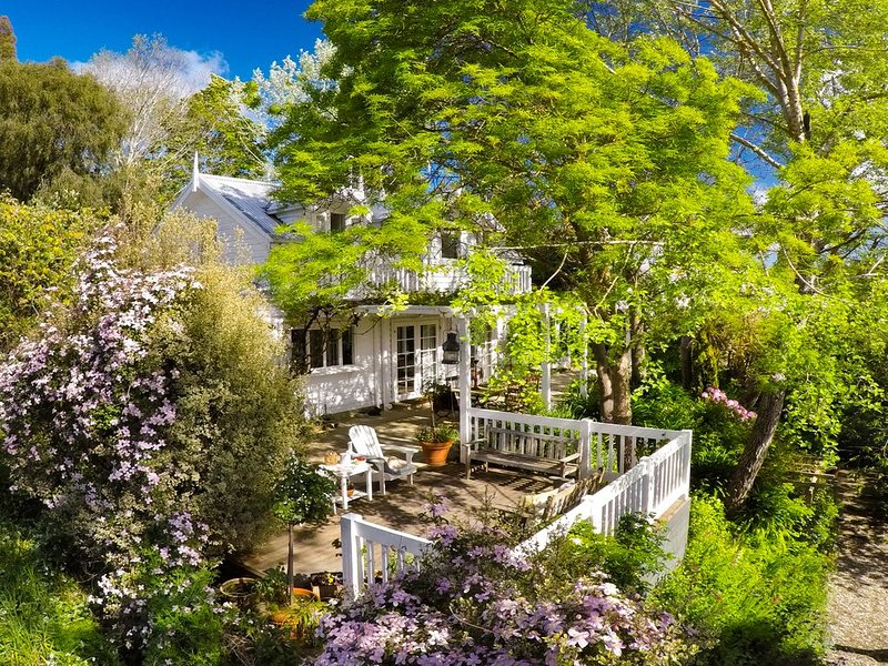 Lakeleigh - Overlooking Lake Daylesford!, casa vacanza a Eganstown