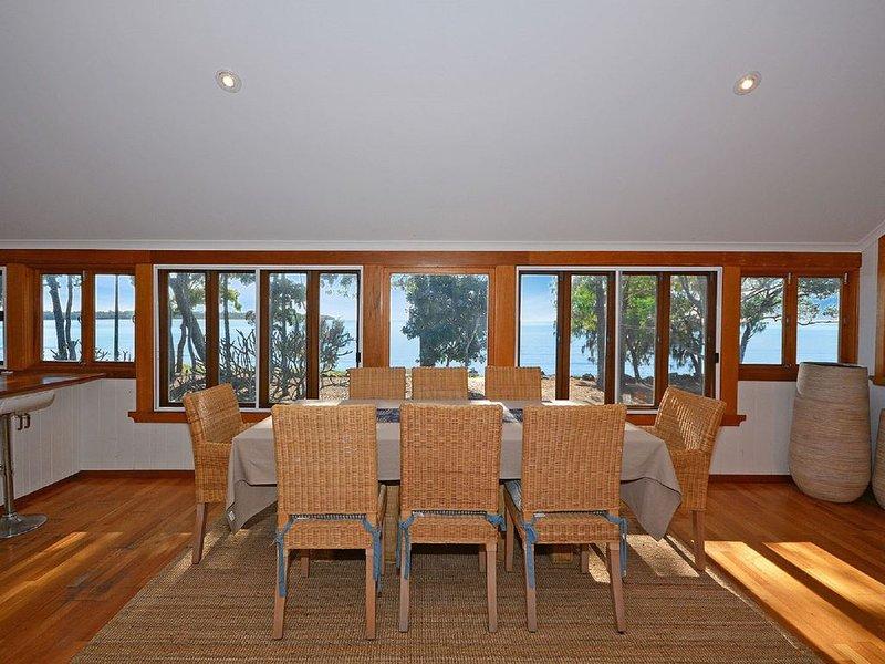 The Perfect Spot - Burrum Heads- Beachfront - 4 BR - Large Yard, holiday rental in Burrum Heads