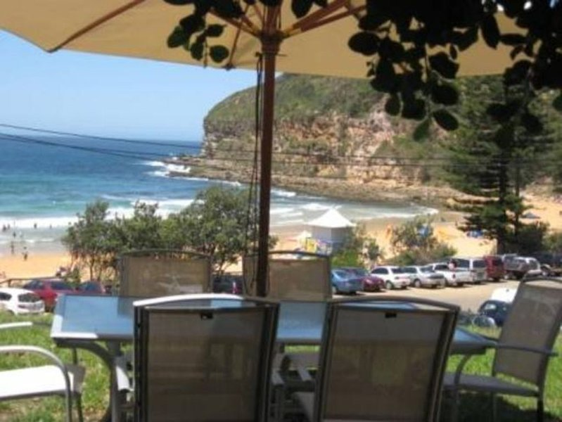 Macs Beach House. A few metres from the sand., holiday rental in Macmasters Beach