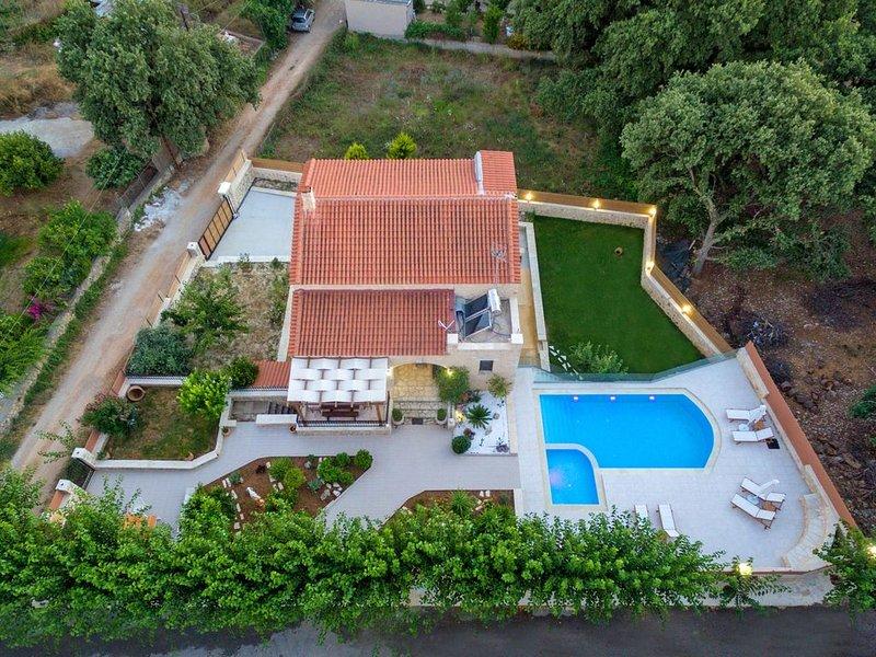 KALLIOPI STONEBUILT VILLA. THE TRADITION, THE LUXURY, holiday rental in Kastellos