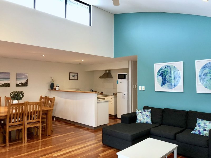 Modern convenience and style in the heart of town, holiday rental in Witchcliffe