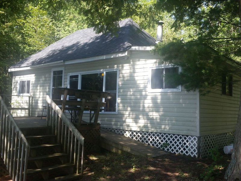 Squeezemore Inn Cottage Rental - Dalhousie Lake, Ontario, alquiler vacacional en Sharbot Lake