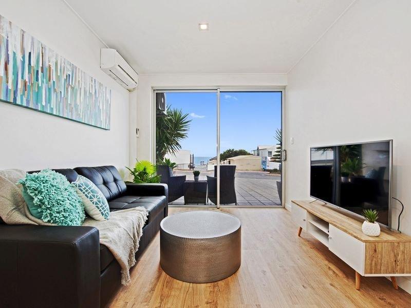 Bella Vista 2 Apartment (Seacliff), holiday rental in Hallett Cove