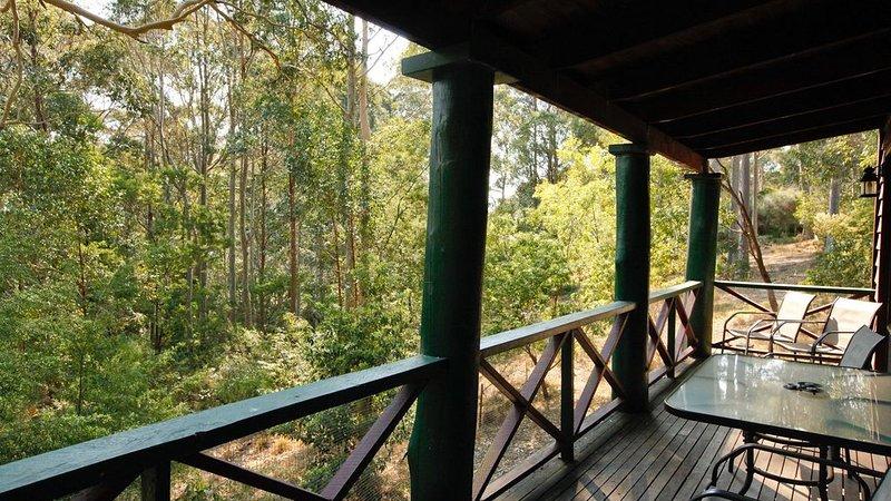 NUTLEY COTTAGE: 74 Nutley's Creek Road- River views, Boat parking., holiday rental in Barragga Bay