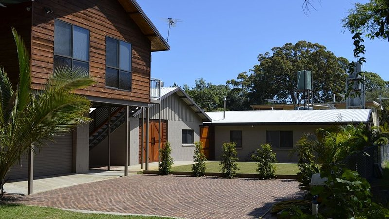 The Oyster Barn Beach House Retreat  Family friendly, Large Accommodation, vacation rental in Tangalooma