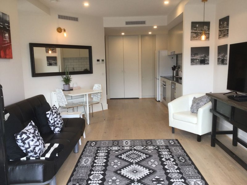 Self-contained one bedroom apartment - Kingston Foreshore on your doorstep, holiday rental in Australian Capital Territory