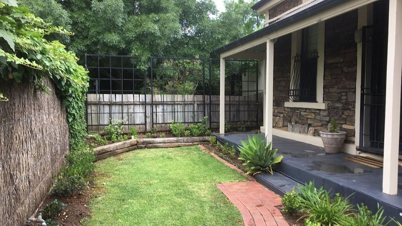 Maylands Cottage-Charming Bluestone House, holiday rental in Pooraka