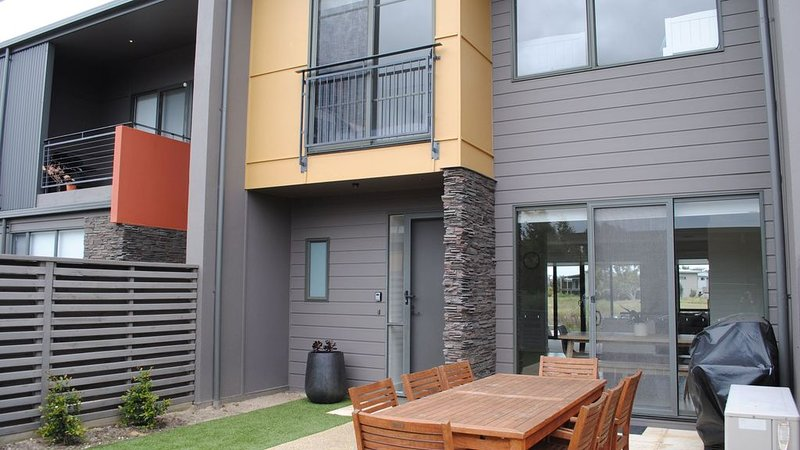 Surfcoast Townhouse in Torquay, location de vacances à Freshwater Creek
