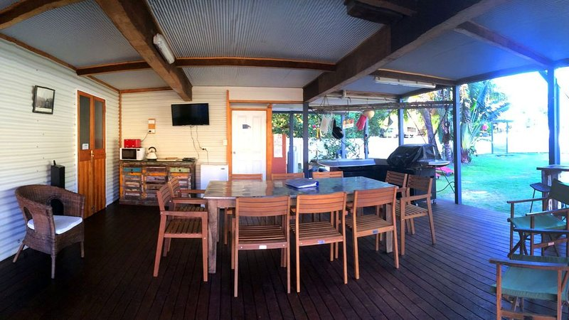 Fraser Island Classic Beach House - 1 minute to the beach, vacation rental in River Heads