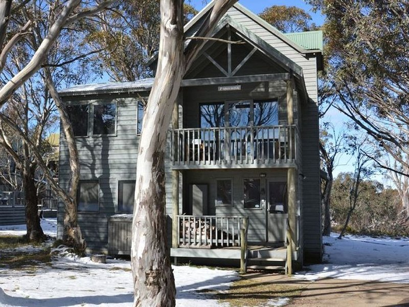 Panorama chalet is located in the alpine village of Dinner Plain, Victoria., alquiler vacacional en Mount Hotham