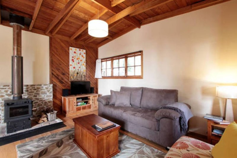 The Cabin-Wake up to the sound of native birdlifeT, vacation rental in Dennes Point