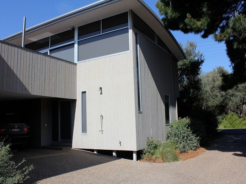 BEACH FRONT HOLIDAY HOUSE, holiday rental in Inverloch
