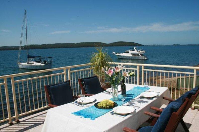 Julia's Waterfront Retreat, alquiler de vacaciones en Lake Macquarie