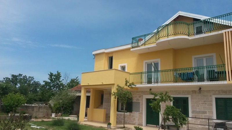 Apartment near Krka national park, vacation rental in Drinovci