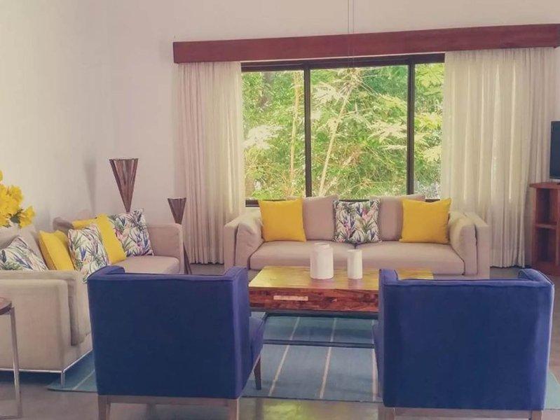 Casa en Petén dentro de Hotel Bolontiku, holiday rental in Flores