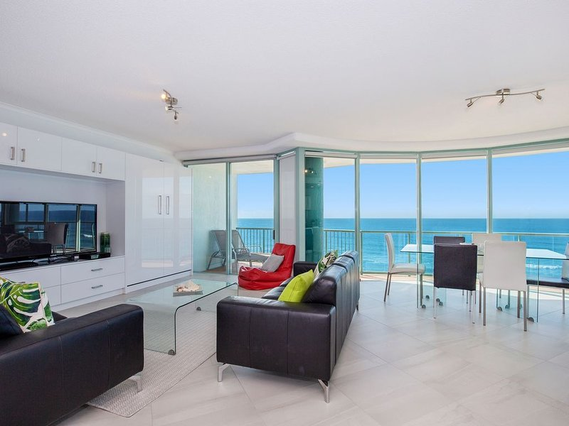 2 Bedroom Ocean View Apartment with expansive beach and ocean views, holiday rental in Biggera Waters