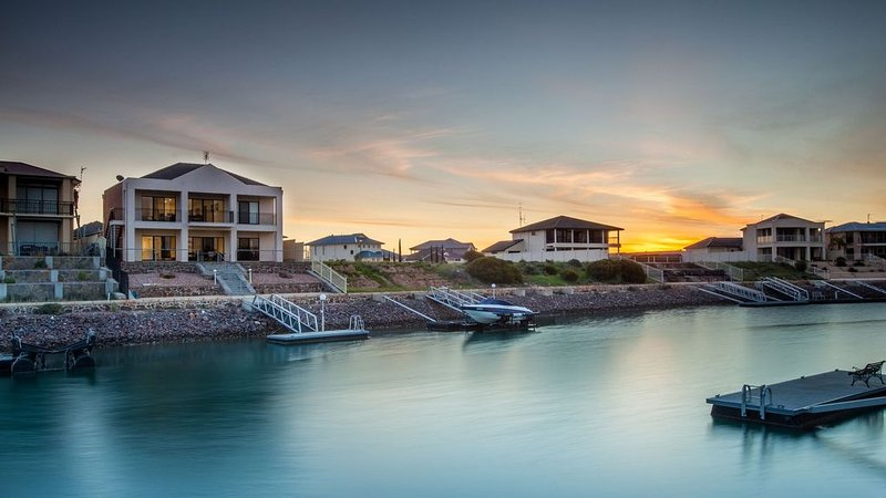 Stately Moorings - Luxury Large home with amazing views, vacation rental in Wallaroo