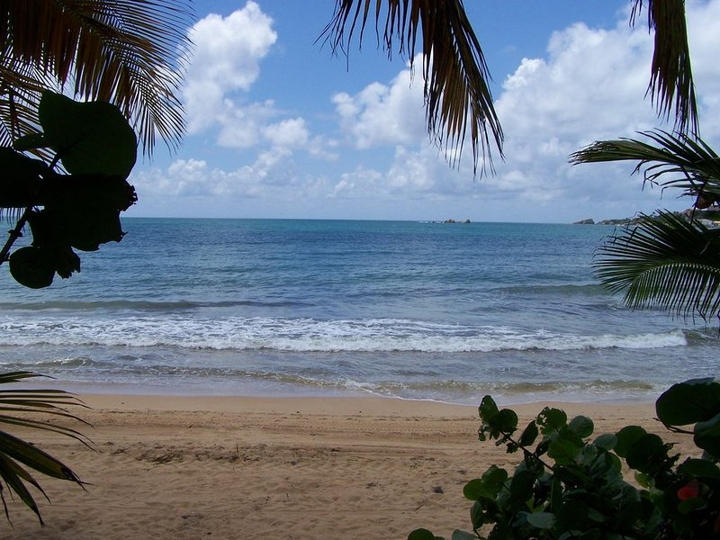 Spoile yourself at this Beach Villa!!!, location de vacances à Humacao