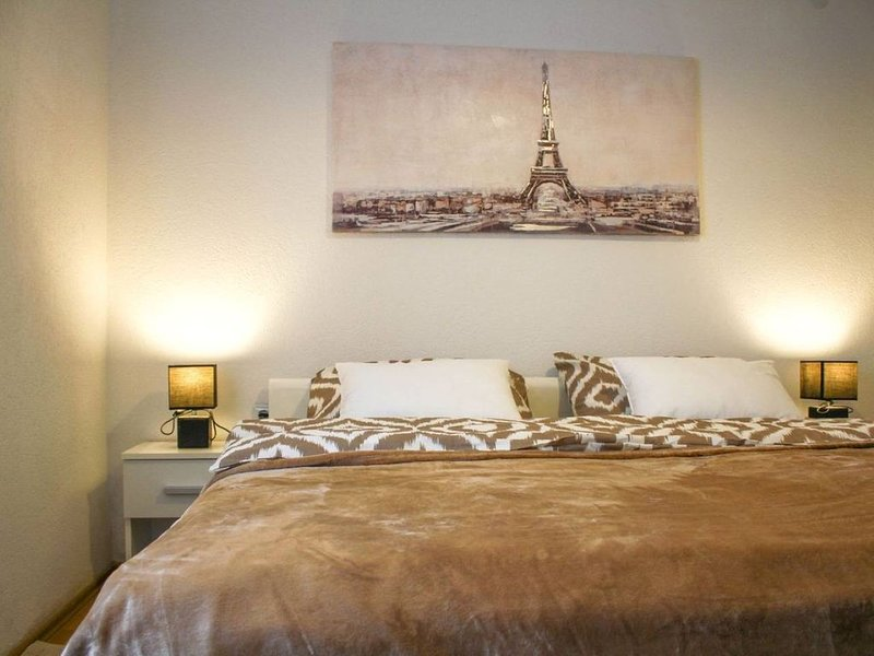 New Simple Apartment SWEET DREAMS ***, location de vacances à Erdut