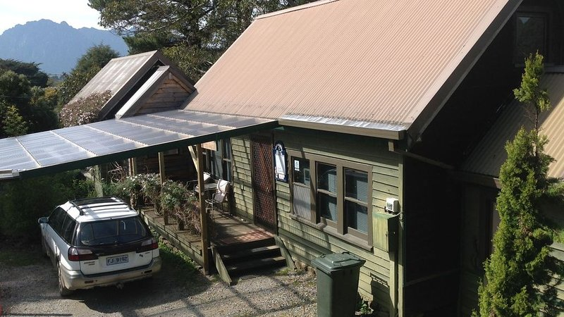 AAA Granary Accomm - 2 Storey- 2 bedroom Cottage, vacation rental in West Kentish