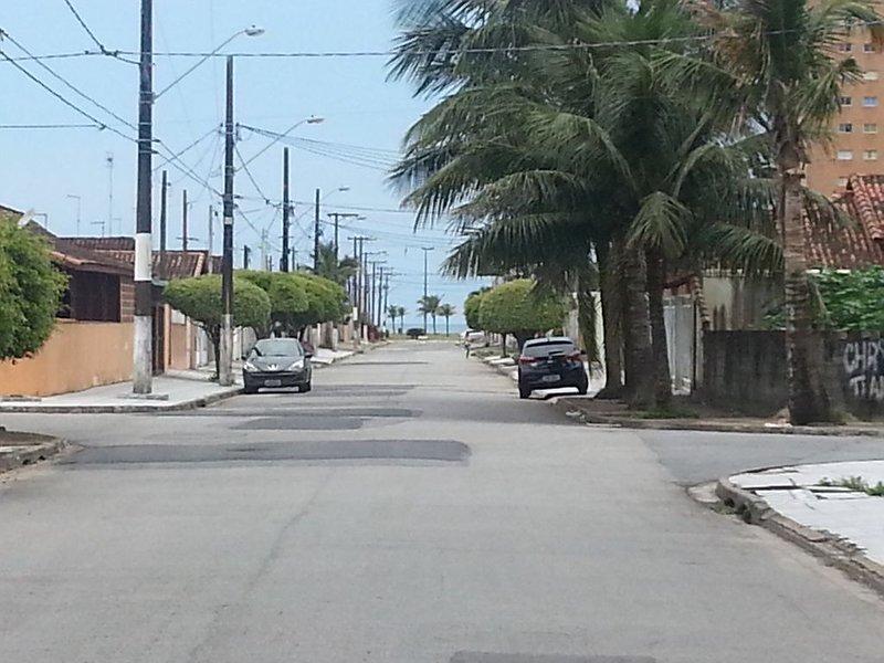 Casa a 350 m. da praia, Internet Wifi, Tv à Cabo., location de vacances à Praia Grande