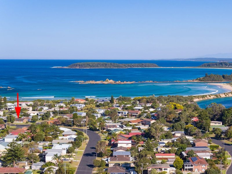 'Searenity' Pet Friendly Beach House, vacation rental in Moruya