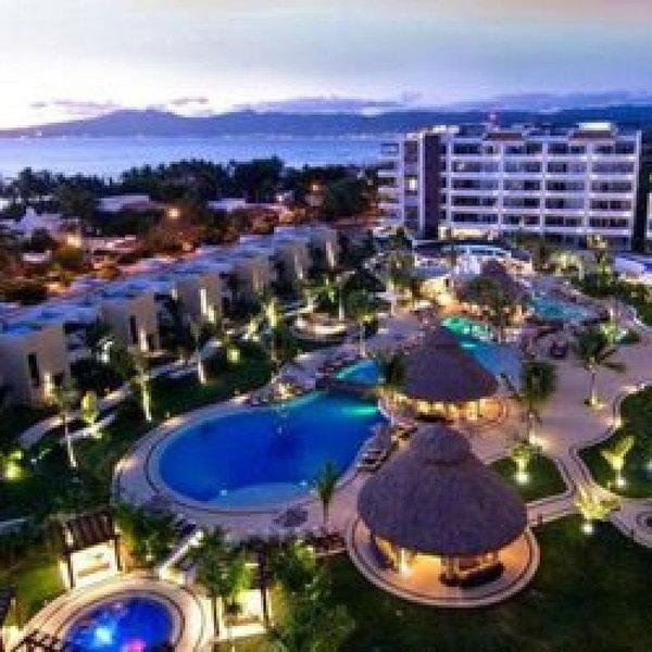 1, 2 & 3 Bedroom Family Friendly Suites - Studio - Family Friendly Resort - Mari, holiday rental in Nuevo Vallarta
