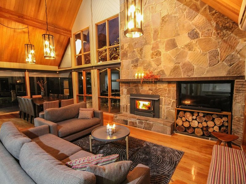 *Play Shack 5® RIVER FRONT with sauna, direct river access, close to MT Buller, vacation rental in Mansfield