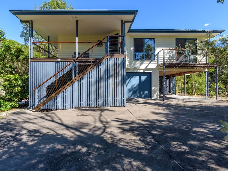 12 Ibis Court - Highset beach house with natural bushland gardens and covered de – semesterbostad i Gympie Region