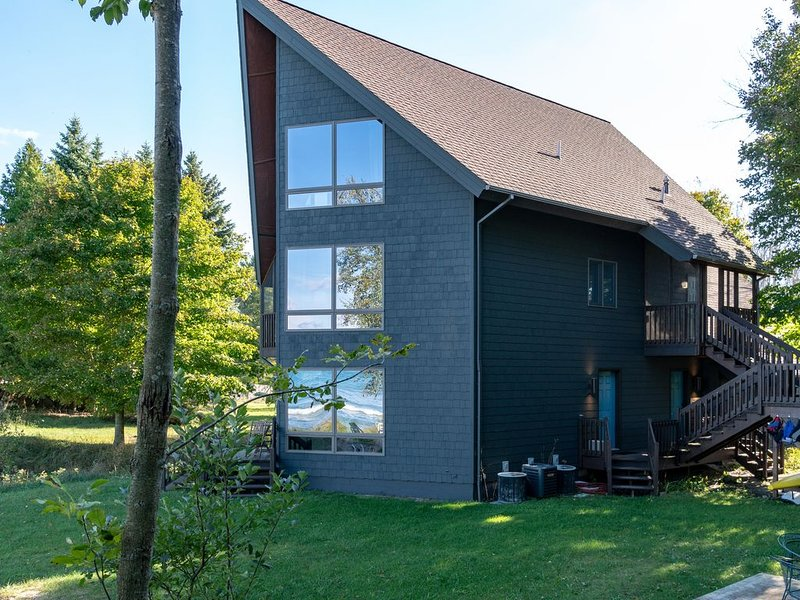 Multi-Family Unit w/Kitchen on each floor & Private Lake-Frontage!, alquiler vacacional en Bear Lake