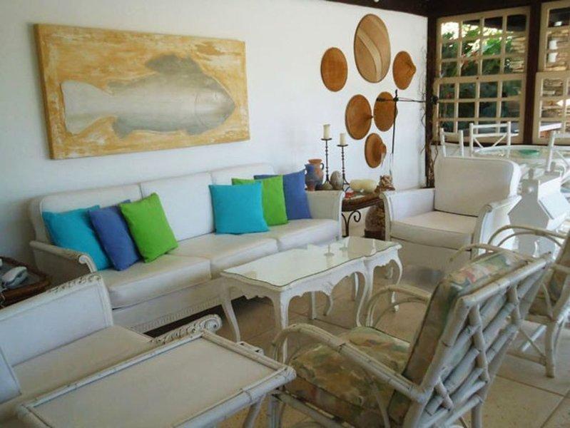 Excelente casa de praia com piscina, churrasqueira, forno de pizza e sauna., holiday rental in Armacao dos Buzios