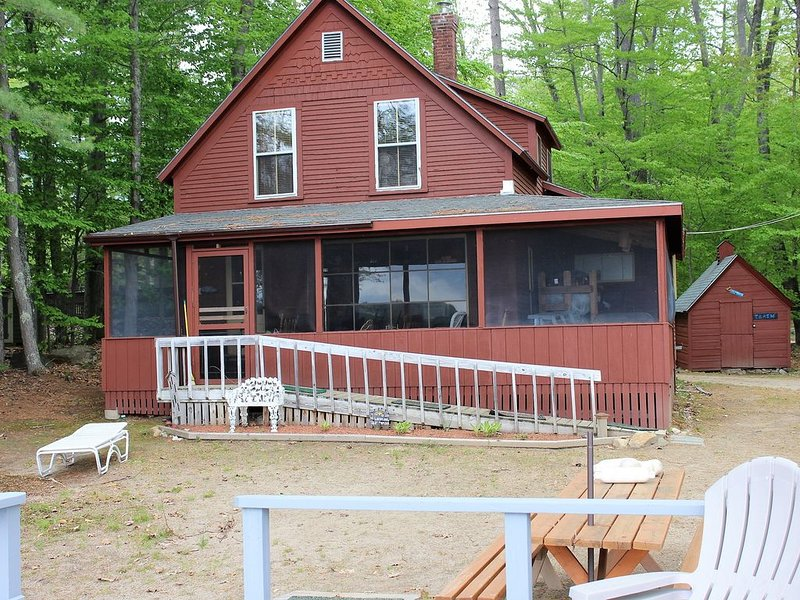 MAN84W - Beautiful Home w/guest house Waukewan, vacation rental in New Hampton