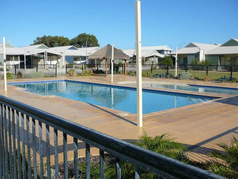 Seafront Estate Beach Villa 39 (enjoy 15% discount on weekly stayz �!!!), holiday rental in Green Head