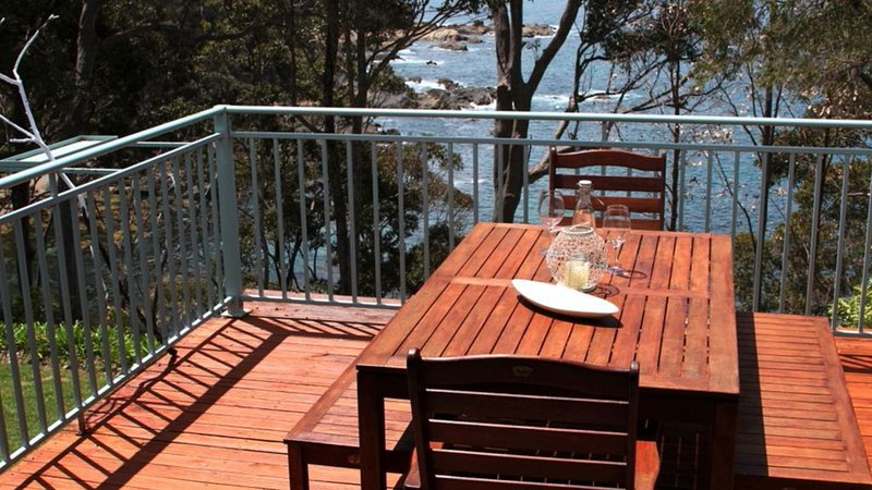 Serendipity - Oceanfront holiday home, holiday rental in Eurobodalla