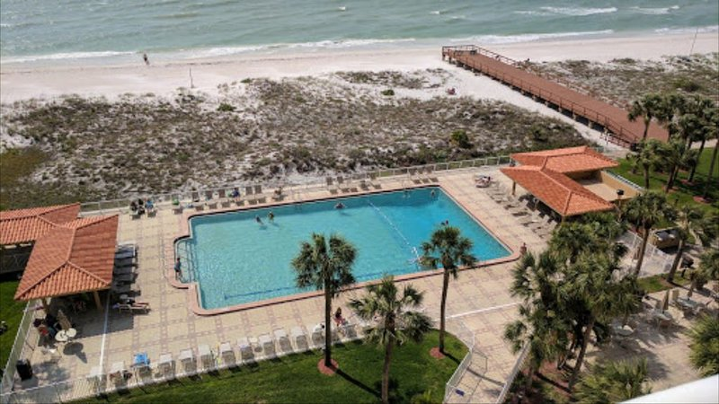 BEACH FRONT CONDO!!! FULL VIEW OF THE GULF Steps from the beach, vacation rental in Clearwater