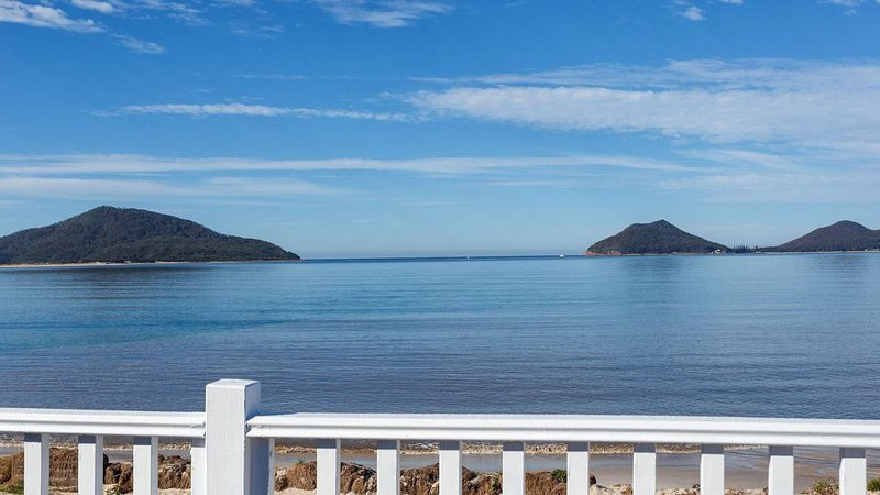Exceptional Beachside Location - Pet Friendly, vacation rental in Hawks Nest