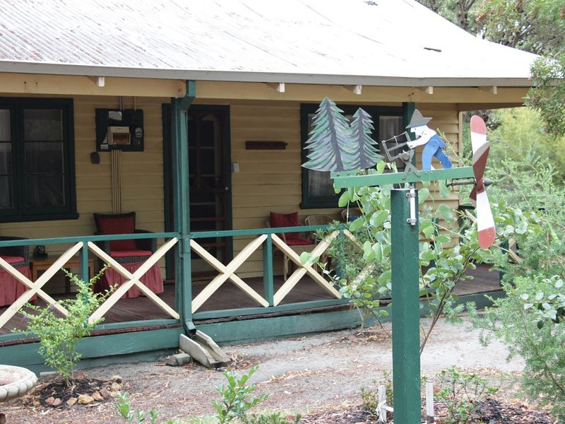 Woodcutter's cottage - come to enjoy the bush, peace & quiet, holiday rental in Dwellingup
