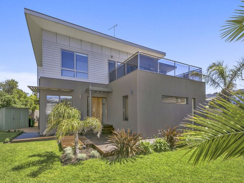 Oceanside - spacious & comfortable home centrally located in Ocean Grove, vacation rental in City of Greater Geelong