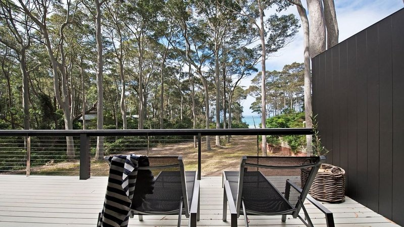 George Bass Drive 200 Beach Front Holiday Living, holiday rental in Malua Bay