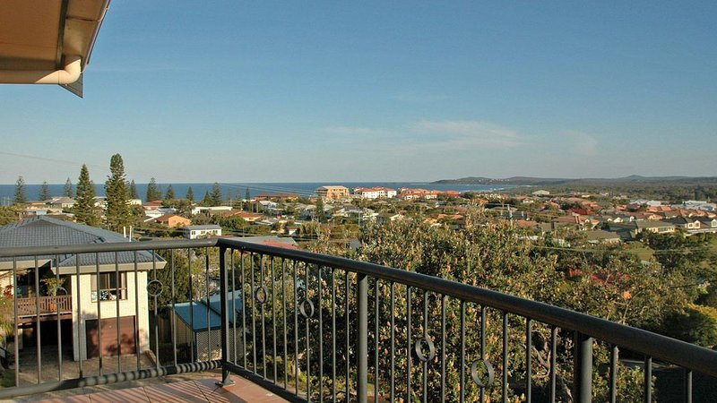 Phoenix Terrace - large townhouse in Yamba, holiday rental in Angourie