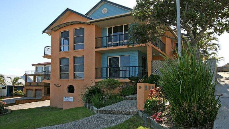 Phoenix Terrace - large townhouse in Yamba, holiday rental in Iluka