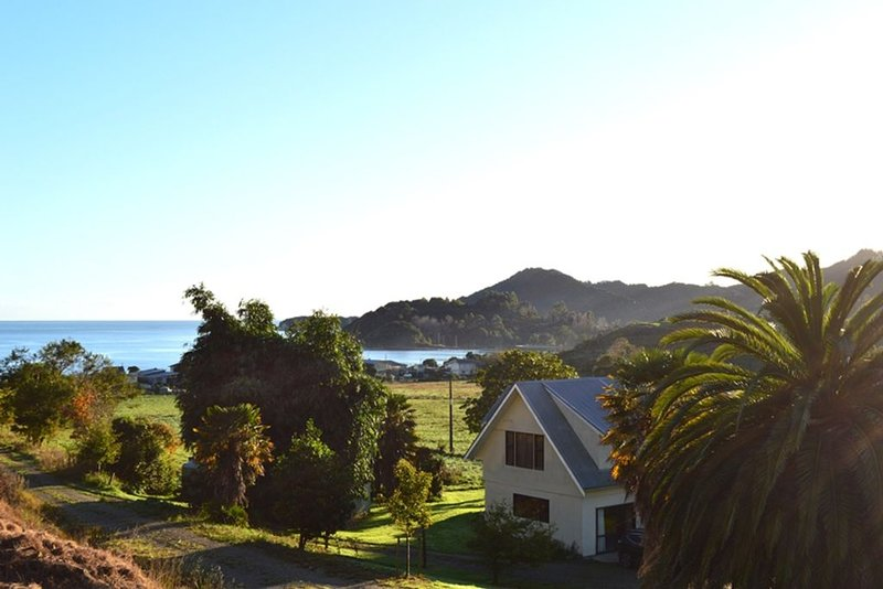 Theo's Place at Ligar Bay, holiday rental in Nelson-Tasman Region