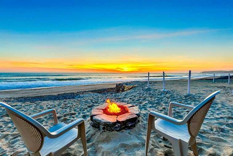 Large Oceanfront Home, Amazing Deck on Private Beach Rd, vacation rental in Dana Point